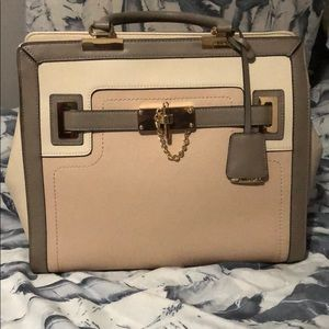 Aldo Leather Purse with extension straps.